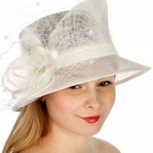 Beige corsage sinamay hat